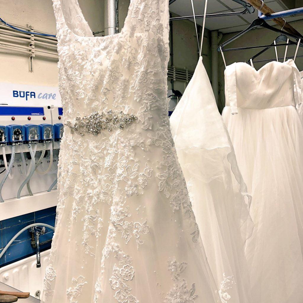 Specialistische textielreiniging: het reinigen van bruidsjurken bij Meinen Stomerij en Wasserij in Meppel.